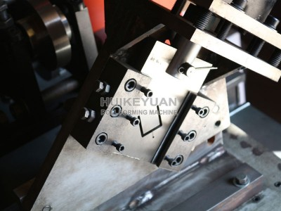 河北汇科苑冷弯机械公司专业生产多功能轻钢龙骨压型设备质优价廉